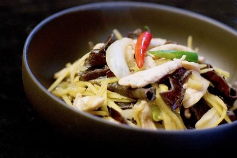 Готовое блюдо — Курица с имбирем Pad Khing Kai