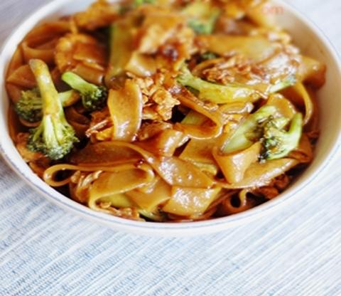 Готовое блюдо — Рисовая лапша со свининой