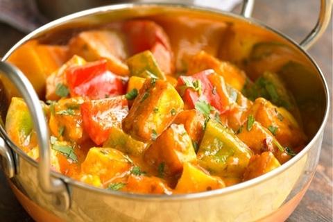 Готовое блюдо — Балти-карри с курицей и перцем