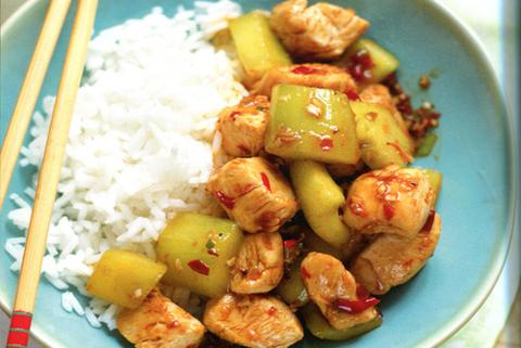 Готовое блюдо — Курица с чесноком и огурцами