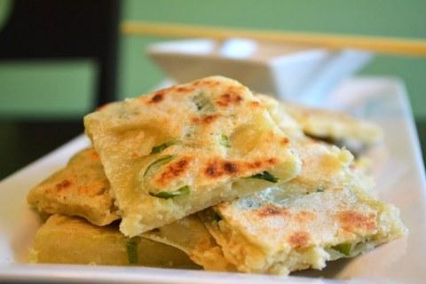 Готовое блюдо — Китайские луковые лепешки Кон ю бин