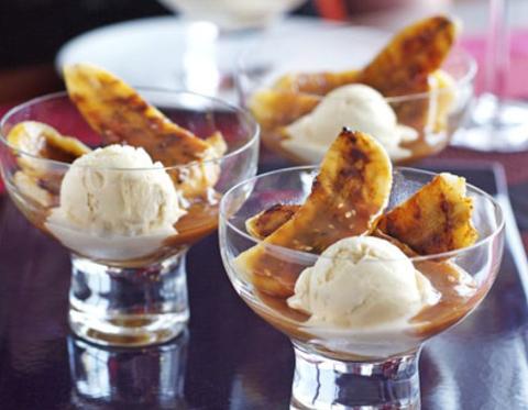 Готовое блюдо — Жареные бананы с карамельным соусом
