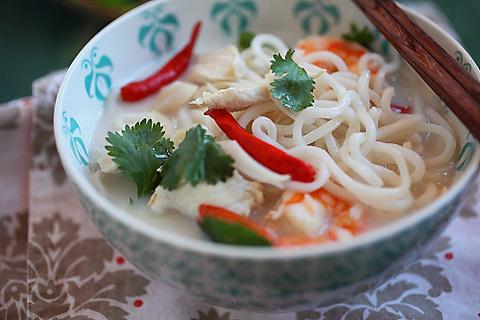 Готовое блюдо — Лапша с креветками в кокосовом соусе