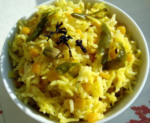 Готовое блюдо — Индийский плов с бобами