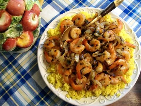 Готовое блюдо — Пряный рис с креветками и шафраном