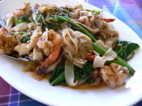 Готовое блюдо — Пьяная лапша с креветками по-тайски