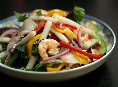 Готовое блюдо — Вьетнамский салат с корнями лотоса