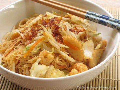Готовое блюдо — Фунчоза с ореховым соусом