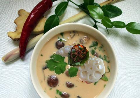 Готовое блюдо — Тайский кокосовый суп с грибами