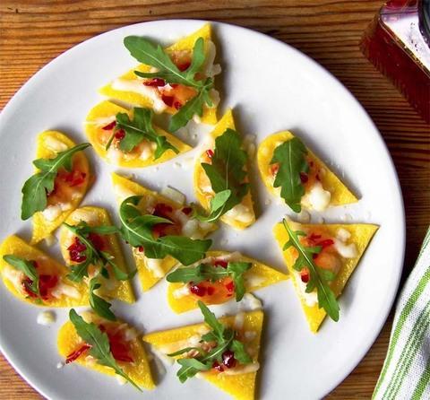 Готовое блюдо — Сырная тарелка с вареньем из чили