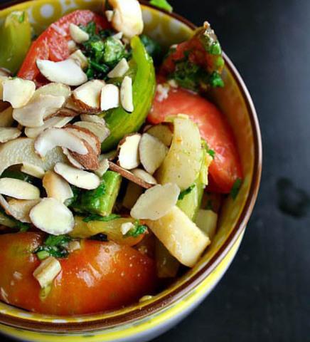 Готовое блюдо — Салат из авокадо и пальмы