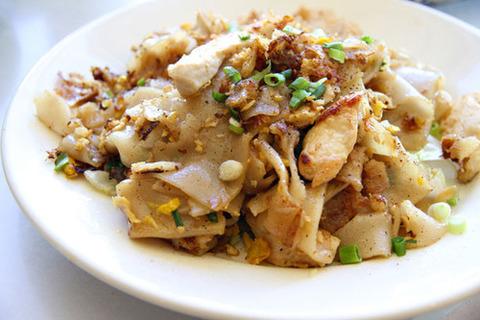 Готовое блюдо — Тайская жареная лапша с клецками