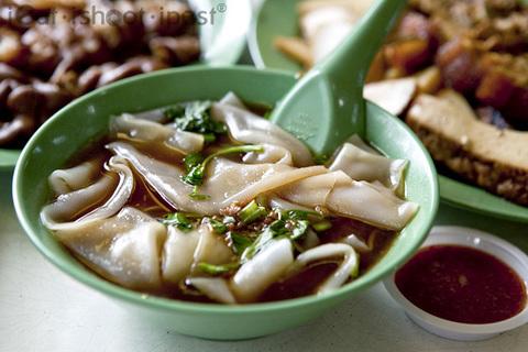 Готовое блюдо — Тайский суп с рисовыми клецками