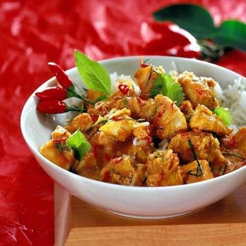 Готовое блюдо — Курица в соусе из священного базилика