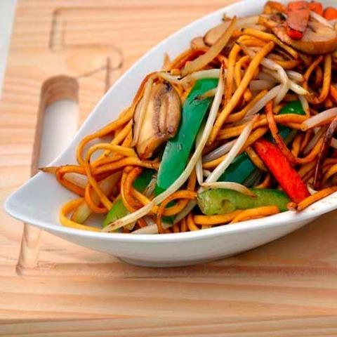 Готовое блюдо — Лапша чоу мейн с овощами