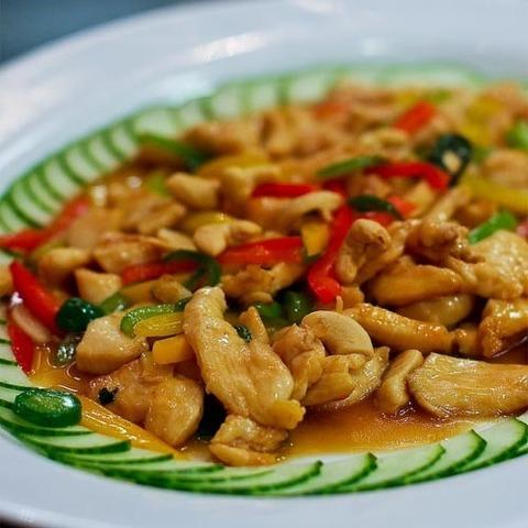 Готовое блюдо — Курица со сладким базиликом и кешью