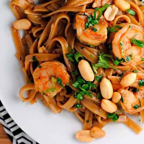 Готовое блюдо — Остро-кислая тайская лапша с арахисом