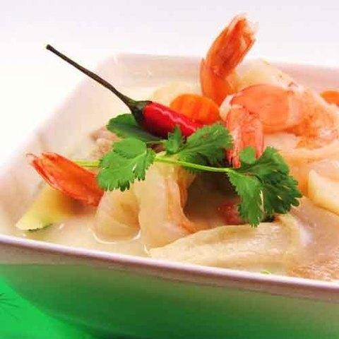 Готовое блюдо — Тайский кокосовый суп том кха с креветками