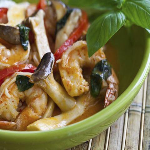 Готовое блюдо — Креветки с грибами в соусе Пинанг