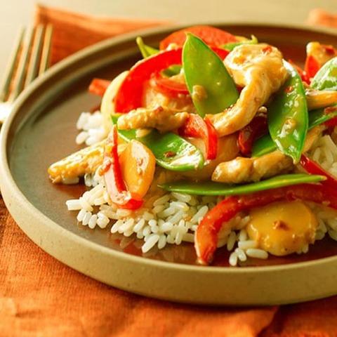 Готовое блюдо — Стир-фрай по-тайски с ореховым соусом