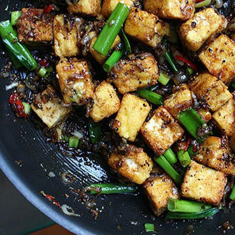 Готовое блюдо — Тофу в перечном соусе