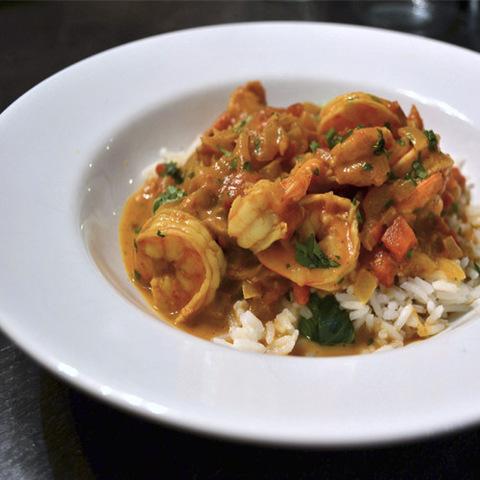 Готовое блюдо — Кокосовое карри с креветками и баклажанами