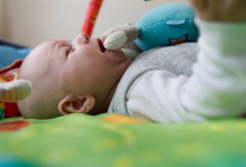 Насморк и кашель у младенца: как лечить?