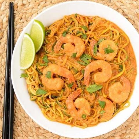 Готовое блюдо — Рисовая лапша с креветками в соусе Пинанг