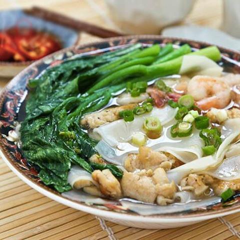 Готовое блюдо — Китайский суп с рисовыми клецками