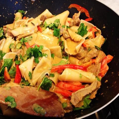 Готовое блюдо — Говядина и клецки в карри Матсаман