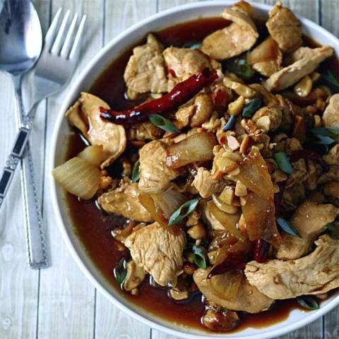 Готовое блюдо — Курица с орехами по-тайски