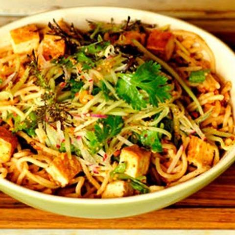 Готовое блюдо — Лапша с тофу и овощами
