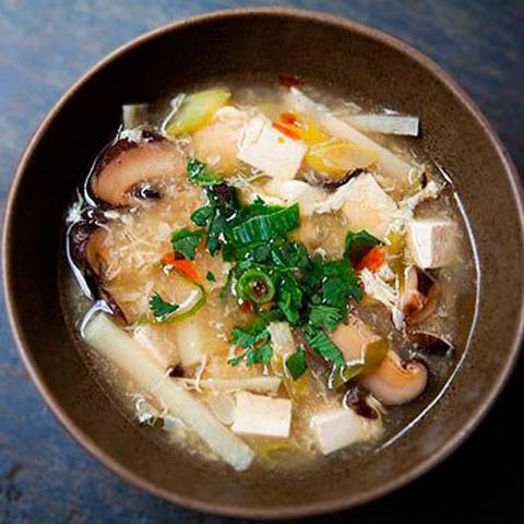 Готовое блюдо — Китайский суп с грибами и тофу