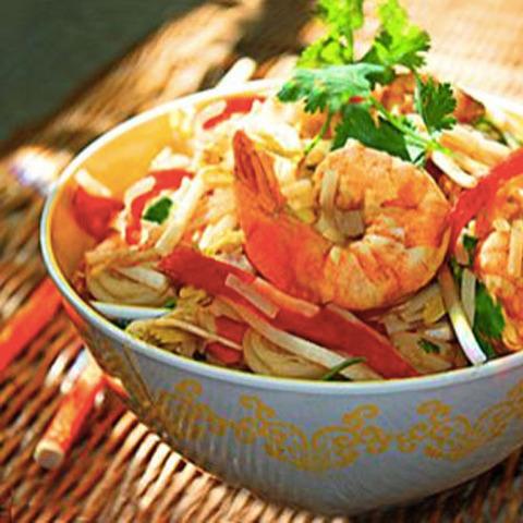 Готовое блюдо — Тайский салат с лапшой (Пад тхай)