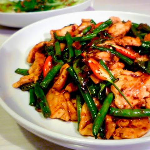Готовое блюдо — Курица в нам прик пхао