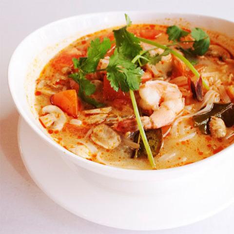 Готовое блюдо — Тайский суп том ям с креветками