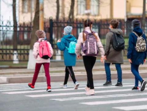 С какого возраста можно отпускать ребёнка в школу одного?