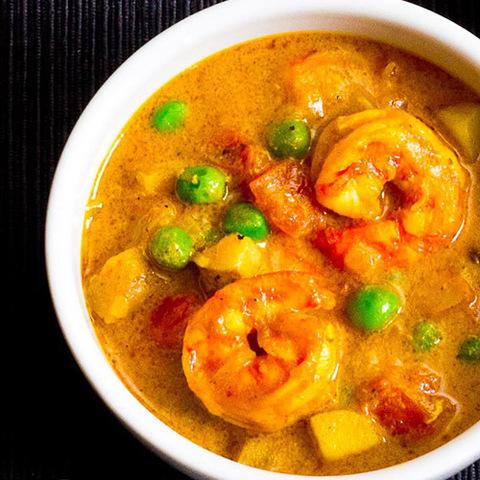 Готовое блюдо — Желтое карри с креветками и картофелем