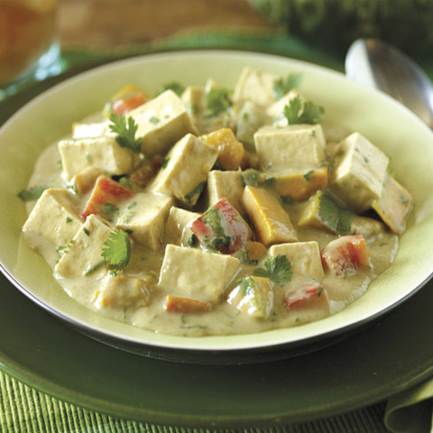 Готовое блюдо — Тофу с овощами в кокосовом соусе