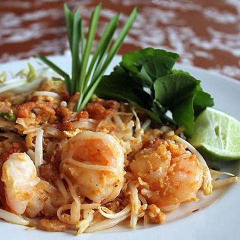 Готовое блюдо — Остро-сладкая тайская лапша Пад корат