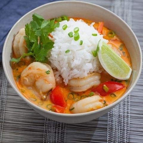 Готовое блюдо — Том ям с рисом