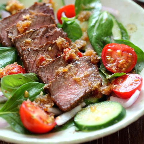 Салат из говядины и томатов