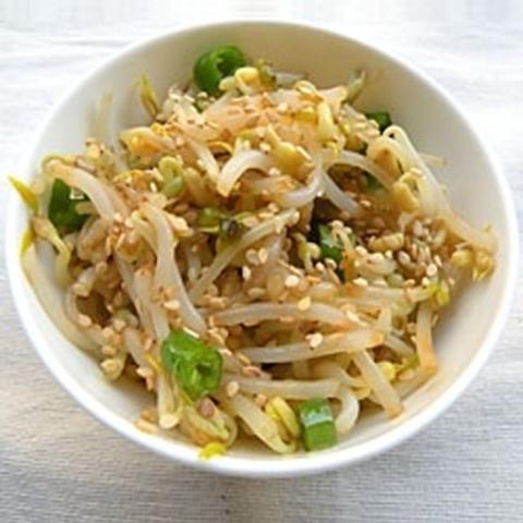 Готовое блюдо — Жареные проростки с соевым соусом