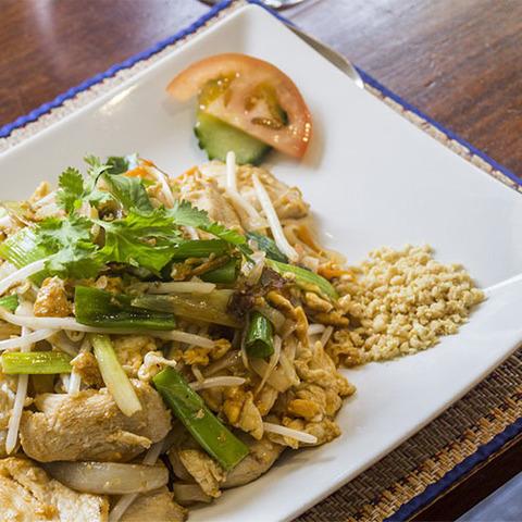 Готовое блюдо — Курица с чесноком по-тайски