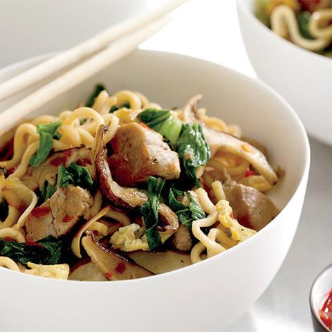 Готовое блюдо — Яичная лапша со свининой по-тайски