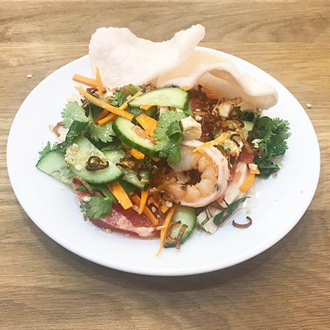 Готовое блюдо — Вьетнамский салат с грейпфрутом и креветками