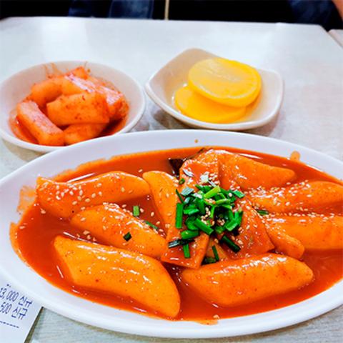 Готовое блюдо — Токпокки с перцовой пастой кочудян