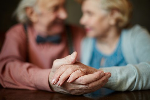Часы для пожилых людей. Что есть на рынке и как выбрать?