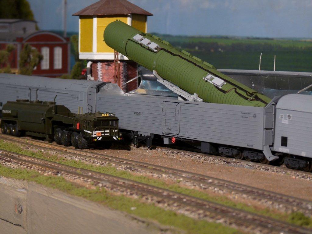 Неприметный поезд-ракетоносец