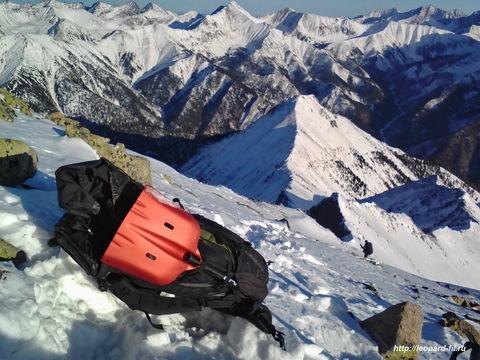 Снеговая или лавинная лопата — какие бывают и как выбрать